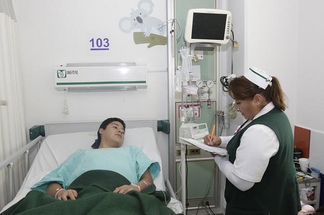 Padecen mala condición laboral 12 mil enfermeras de Puebla