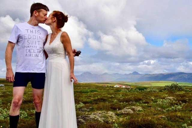 Aerolínea pierde la maleta con el traje de un novio y él se casa en calzoncillos