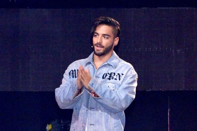 Maluma pide oraciones de sus fans tras salir del quirófano