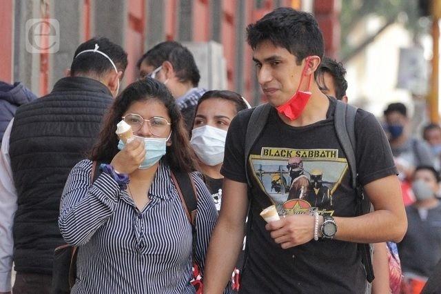 En jóvenes, casi la mitad de nuevos casos covid en Puebla