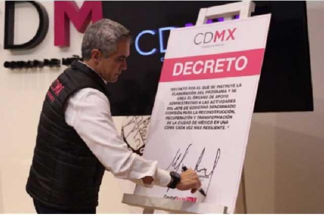 Mancera firma decreto para la reconstrucción de la Ciudad de México
