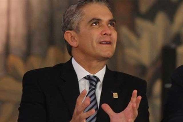 En el Zócalo, el Estado Mayor le pidió su identificación a Mancera