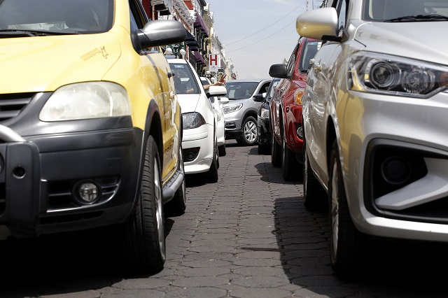 Pierden poblanos hasta 114 horas en el tráfico, al año