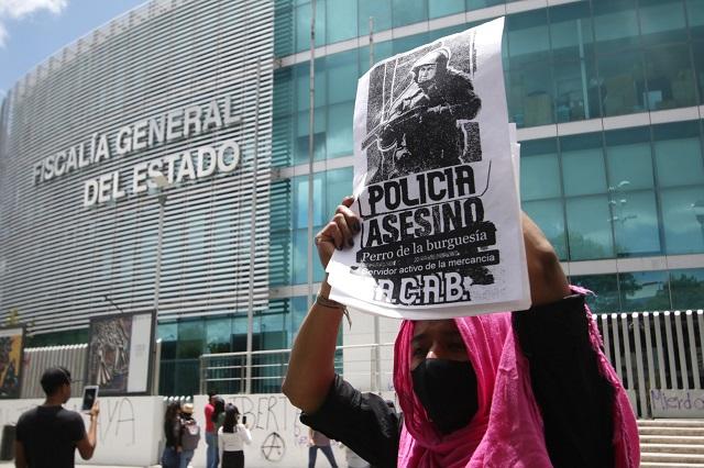 Con pintas protestan anarquistas en Puebla por caso Giovanni López