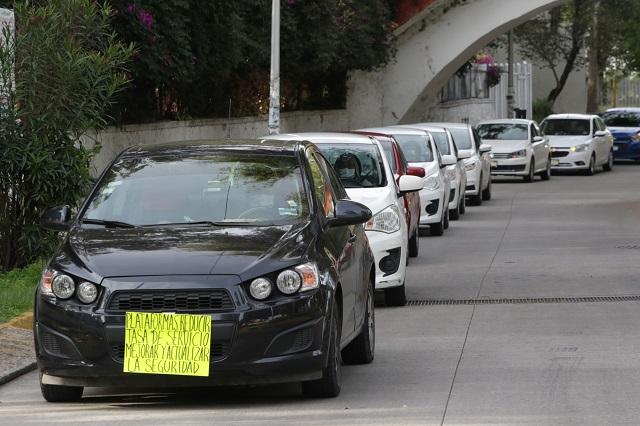 Protestan conductores de taxis ejecutivos por mala paga