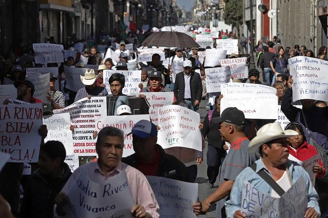 Ex empleados municipales exigen la renuncia de Claudia Rivera