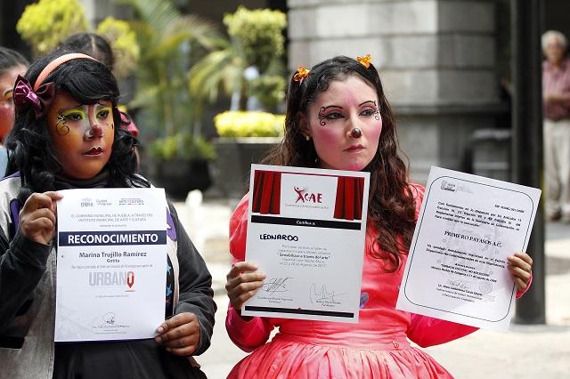 Payasos contra regidor; lo acusan de apoyar solo a sus consentidos