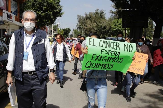 Protestan por falta de medicinas para niños con cáncer en Puebla
