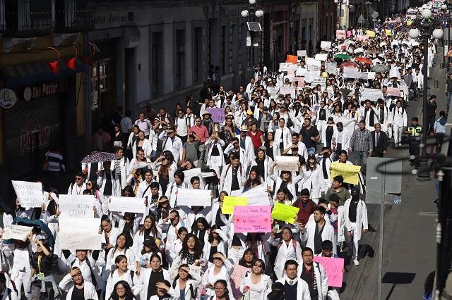 Nos están matando, reclaman miles de universitarios en Puebla