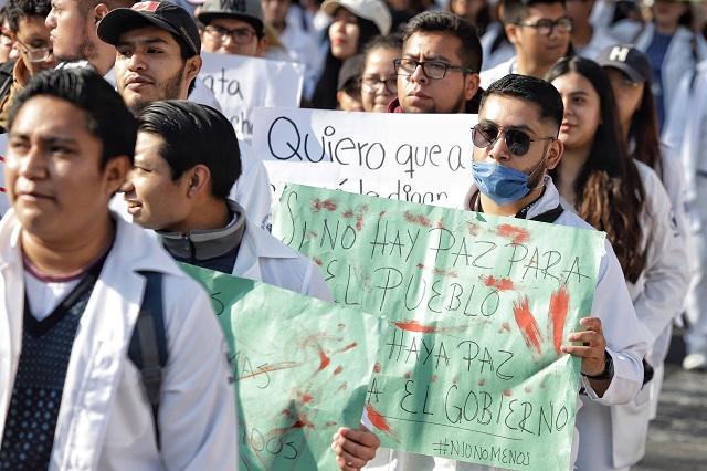 Medicina BUAP marcha hacia la Fiscalía; se suman escuelas