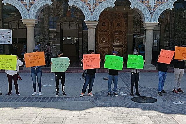 Estudiantes de Tehuacán exigen vacunarse para regresar a las aulas