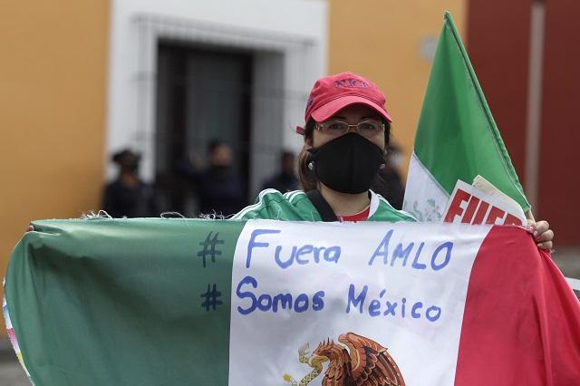 Intelectuales y académicos piden a AMLO libertad de expresión