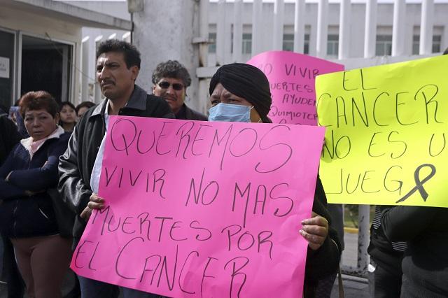 Ahora en Puebla mujeres con cáncer piden medicamentos