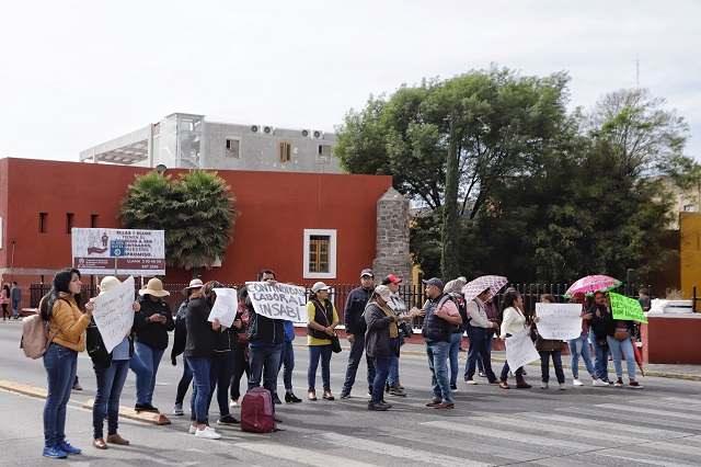 Despedidos del Seguro Popular exigen renovación de contratos