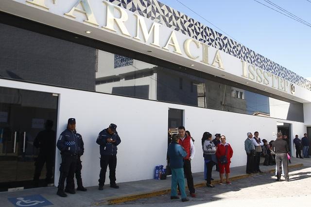 Presionan a burócratas estatales a laborar pese a decreto de Barbosa