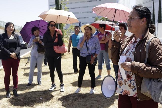 Exigen justicia por Minerva Calderón frente a Hospital Ángeles