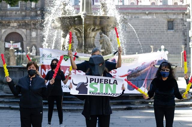 Se manifiestan contra las corridas de toros en Puebla
