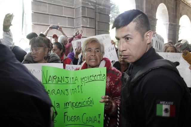 Deja 16 detenidos protesta de trabajadoras de limpia en Puebla