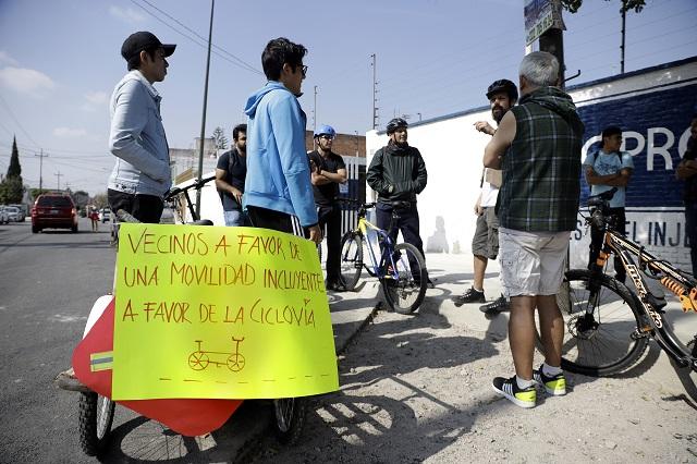 Salen ciclistas en defensa de las bahías peatonales en la 18 Sur