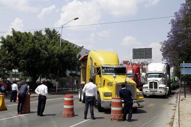 Transportistas piden a grulleros cesar abusos con tarifas de servicio