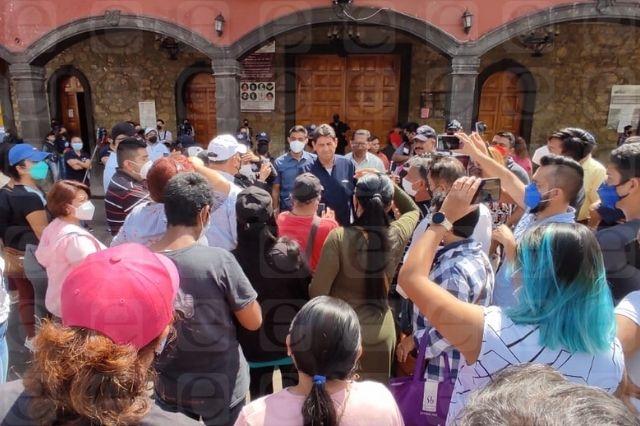Edil de Juan Galindo usa a policías para enfrentar protesta