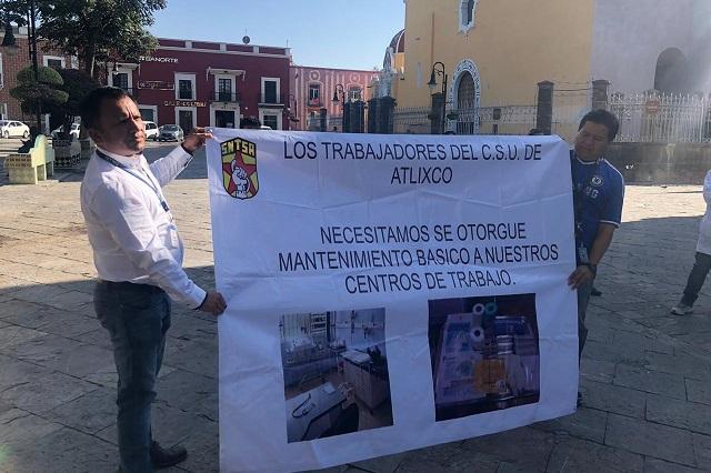 Médicos y enfermeras se manifiestan por desabasto en Atlixco