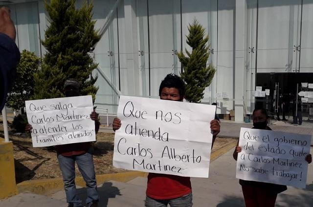Con manifestación acusan tortuguismo en trámites del CIS en Atlixco