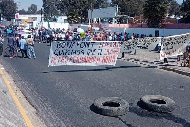 En San Pedro Cholula y Juan C. Bonilla exigen cierre de Bonafont