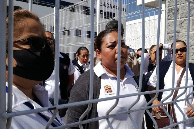 Por falta de medicamentos y personal, protestan en Tehuacán