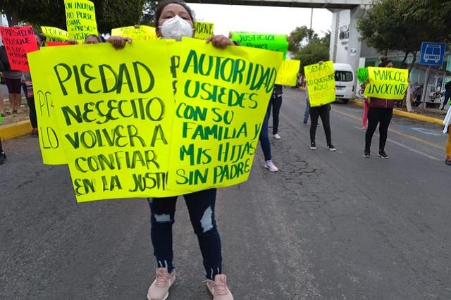 Acusan a policías de Tehuacán por robo y detención injustificada