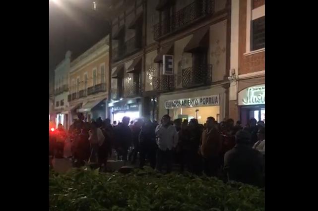 Protestan contra elección en Xonacatepec y buscan cerrar autopista