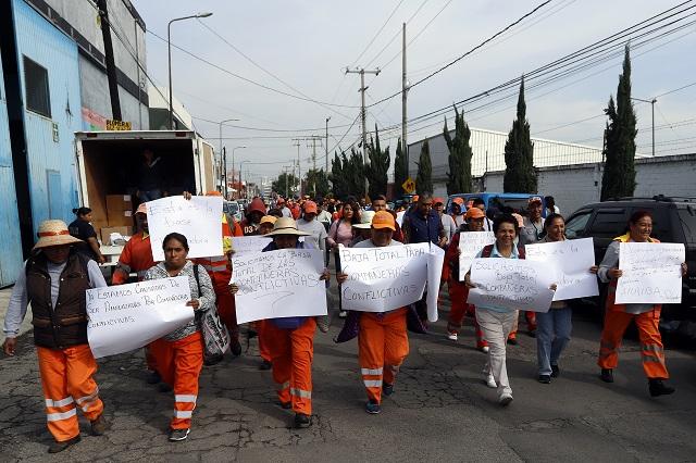 """Acusan """"naranjitas"""" descuentos y despidos injustificados"""