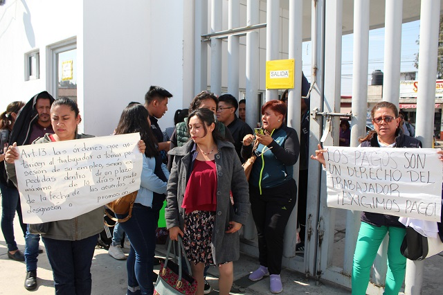 Maestros federales toman la SEP Puebla por falta de pago
