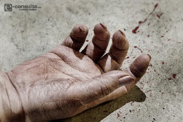 Con las vísceras expuestas, hombre mayor muere en Xonacatepec