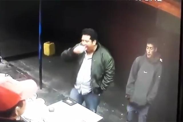 VIDEO: manosea fritangas y le dispara al vendedor, en La Libertad