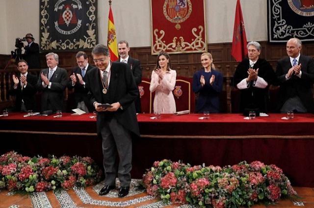 Sergio Ramírez recibe el premio Cervantes de manos de Ss. Ms. Los reyes de España