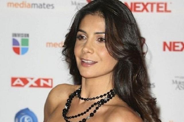 Paty Manterola comparte foto en topless