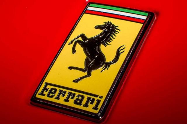 Un Ferrari rojo, regalazo de Javier Duarte a Peña Nieto