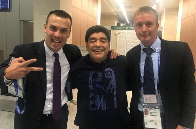 Maradona sale del estadio con ayuda e ingresa al hospital