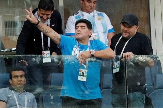 Maradona se retracta y celebra pase de México a octavos de final
