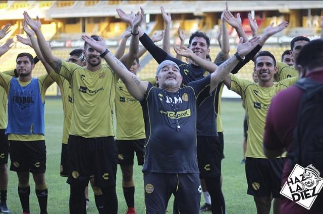 Maradona consigue lujos para él y su equipo
