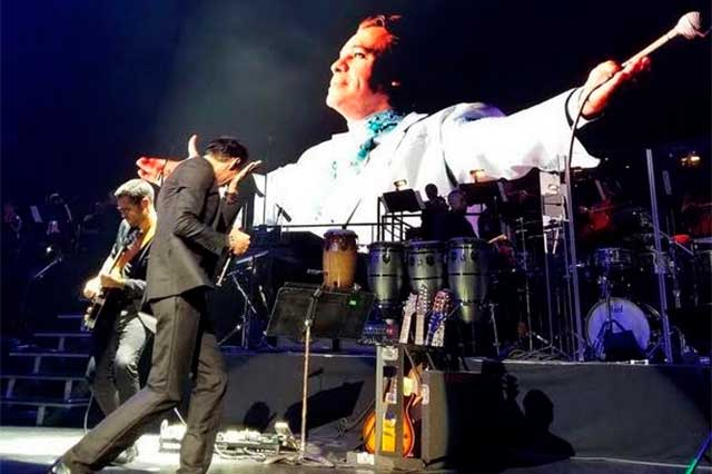 Llora Marc Anthony la muerte de Juan Gabriel en concierto
