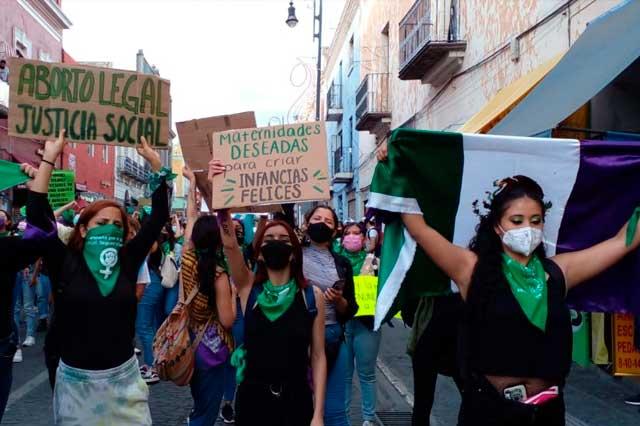 Marea verde toma Puebla en  reclamo del aborto legal