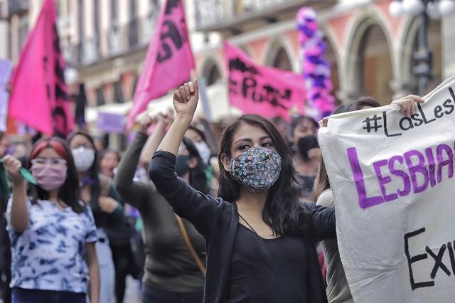 Feministas encabezan la Marcha de las Putas en Puebla