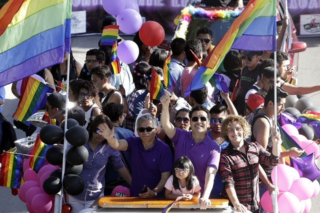 Exigen en marcha del orgullo una Puebla sin homofobia