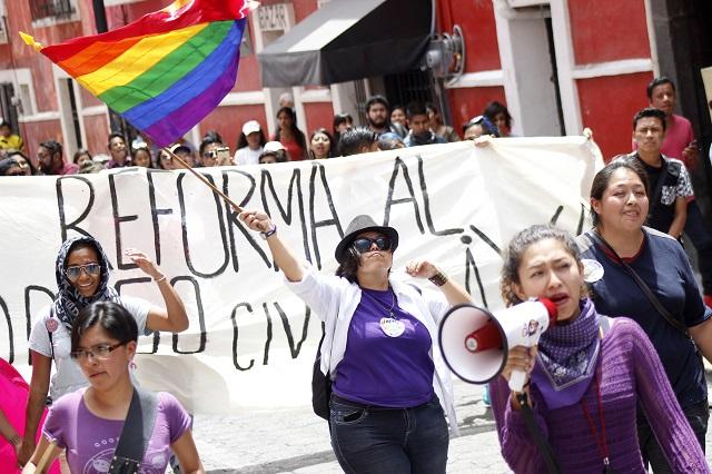 Llama CNDH al Congreso poblano a no prohibir bodas gay