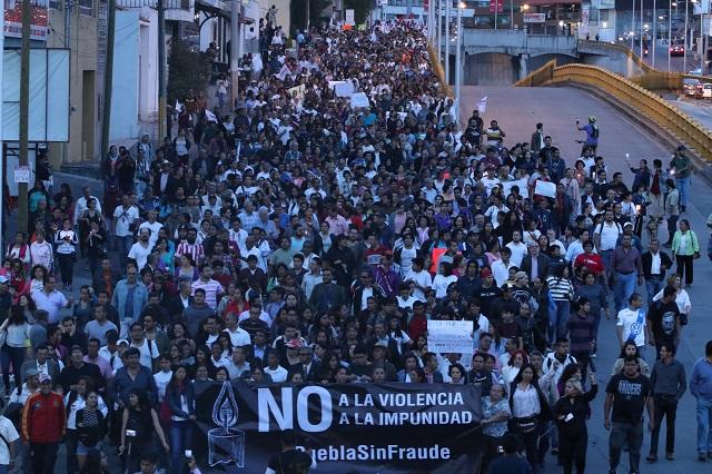Marchan poblanos contra el riesgo de un fraude electoral