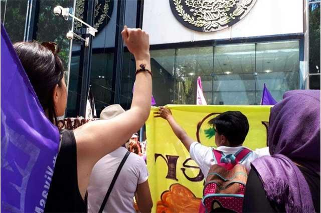Durante marcha en la CDMX capturan a un sujeto acusado de abuso sexual