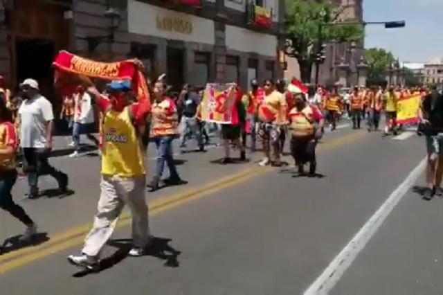 Pese a pandemia, realizan marchas en Morelia por quedarse sin futbol