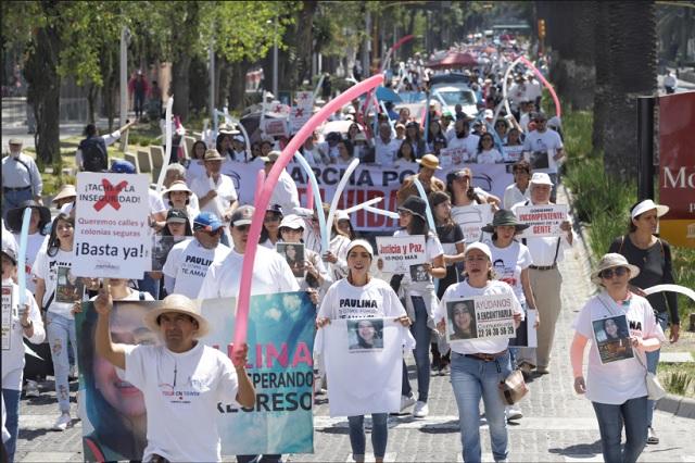 Familias de víctimas de delitos marchan por justicia en Puebla